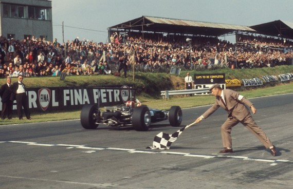 Brands Hatch chequered flag - LAT Archive